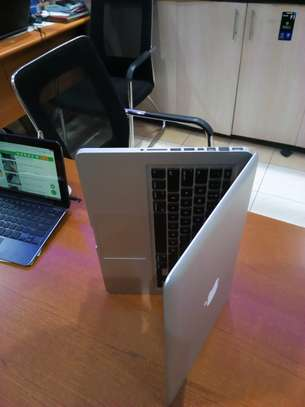 MacBook core 2 duo 4gb 500gb hdd image 1