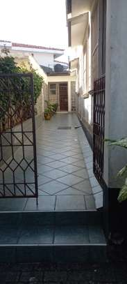 4br Furnished house with SQ for rent in Old Nyali. HR31 image 5