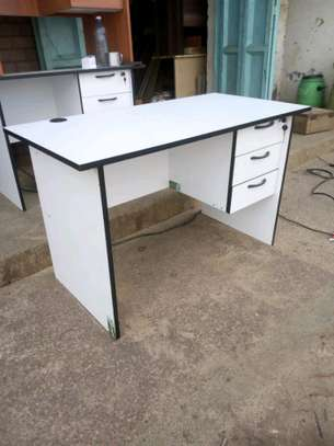 Office table with a lockable drawer image 1