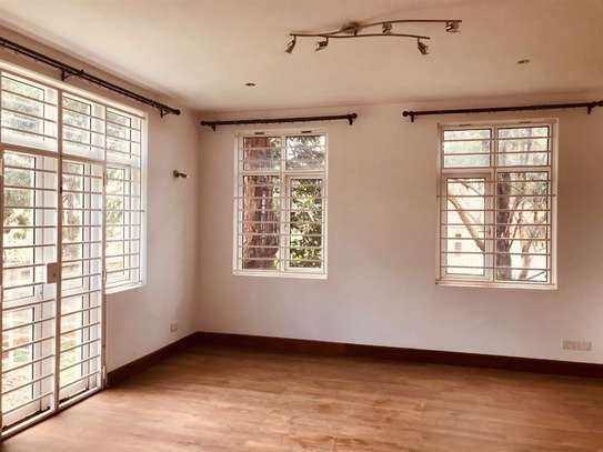 5 bedroom house for rent in Rosslyn image 4
