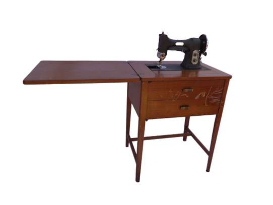 Singer sewing machine and sewing table