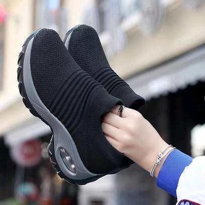 Sport shoes image 1