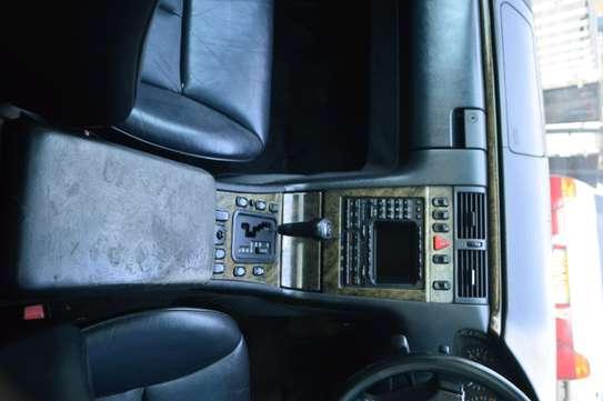 MERCEDES BENZ E320 image 5
