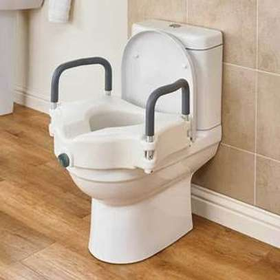 Raised Toilet Seat with Extra Wide Opening - Toilet raiser image 4