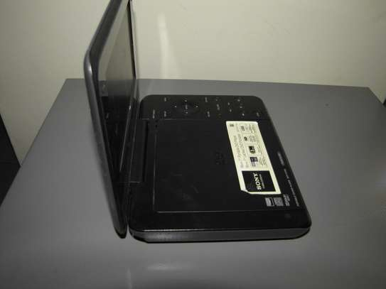 Portable Sony DVD player. image 3