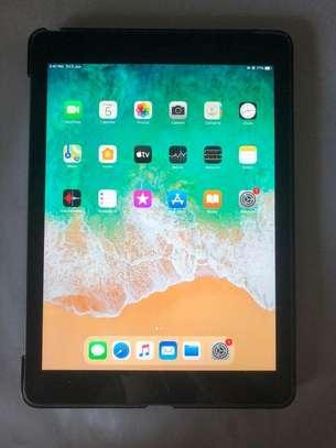 Apple iPad 6th Gen. 128GB, Wi-Fi,  9.7in - Space Gray image 2