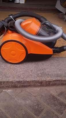 Vacuum cleaner image 2