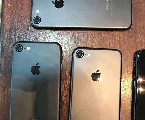 Apple iPhone 7 image 3