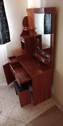One mirror dressing table