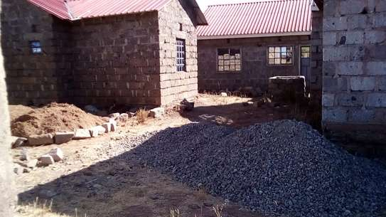A 40 X 60 PLOT FOR SALE & HOUSE – Ready Title Deed