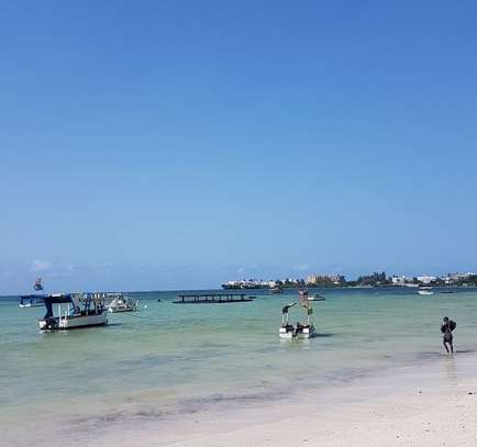 3br executive beach penthouse apartment for rent in Bamburi Beach. 2430 image 6