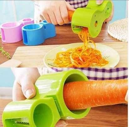 Spiral cutter for shredding and splicing vegetables image 1