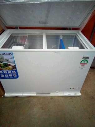 Brand new chest freezer 300L on sale image 2