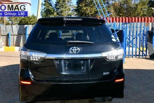 Toyota Wish image 3