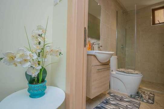 Stunningly Luxurious 1bedroom Fully Furnished In Kileleshwa image 2