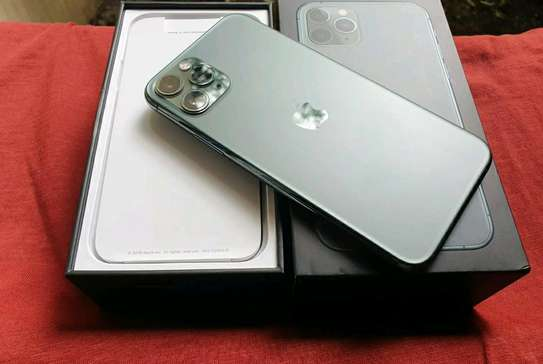 Apple Iphone 11 Pro Max  ¤ 512 Gigabytes  Green  And Wireless Charger image 2