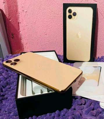 Apple Iphone 11 Pro Max Gold 512 Gb And Iwatch Nike Edition image 2