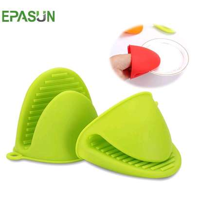 Silicone oven gloves image 2