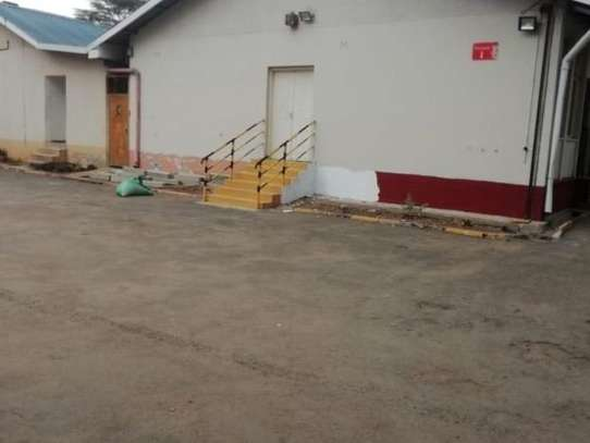 372 m² warehouse for rent in Industrial Area image 2