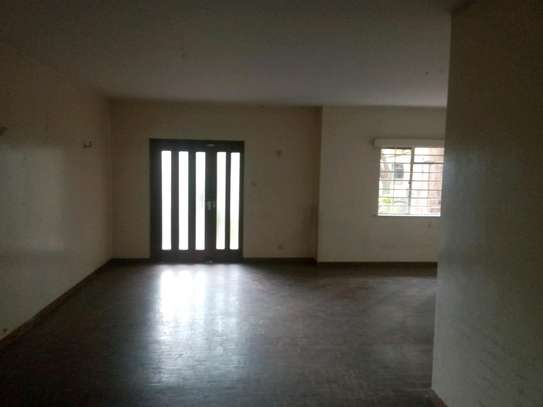 3 bedroom plus sq to let image 2