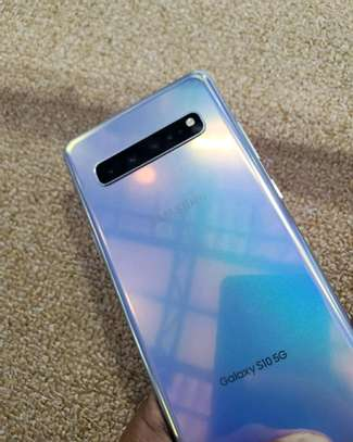 Samsung Galaxy S10 5G ~ 512 Gigabytes  Black image 2
