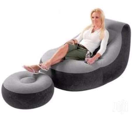 Inflatable Seat with foot rest and pump image 1
