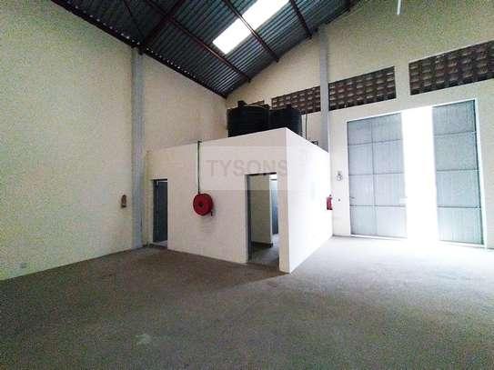5400 ft² warehouse for rent in Embakasi Estate image 2