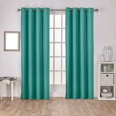 torques curtains with a free sheers