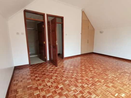 Magnificent 5 bedroom townhouse with dsq image 1