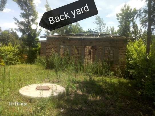 3bedroom on a 1/4acre of land image 4