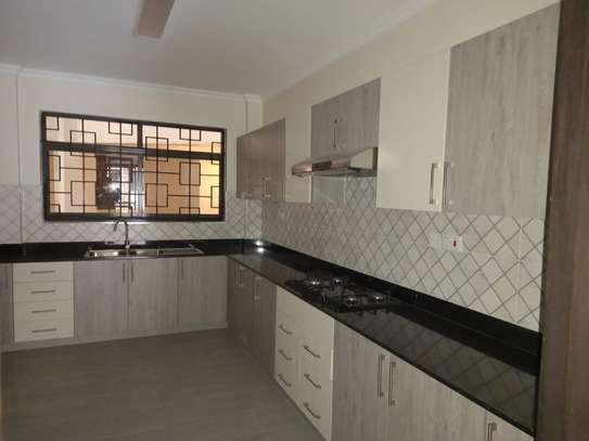 3 bedroom apartment for rent in Kileleshwa image 8