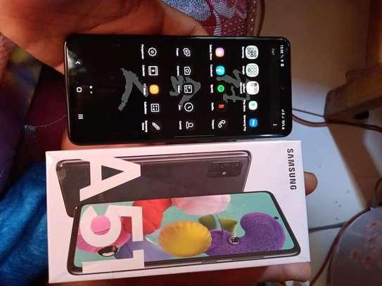 Samsung Galaxy A51 image 3