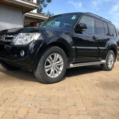2013 Black Mitsubishi Shogun image 2