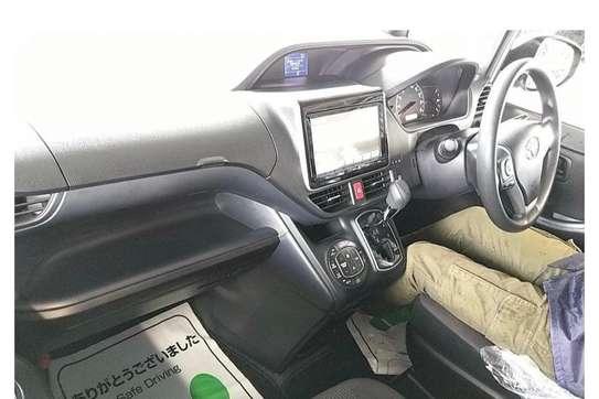 Toyota Voxy image 7