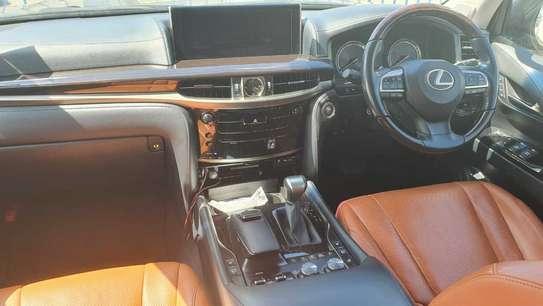 Lexus 570 image 2