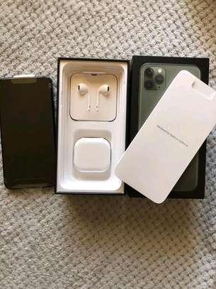 Apple Iphone 11 Pro Max Green .. 512 Gigabytes image 4
