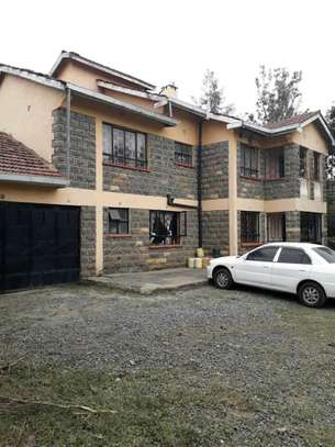 4 BEDROOM MANSION OWN COMPOUND GEUST HOUSE