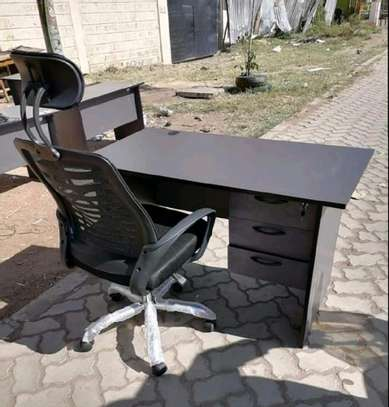 Computer table with an adjustable office chair with headrest image 1