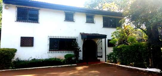 4bedroom Master Suite In A Lovely House In Runda Drive On 1 Acre Land.