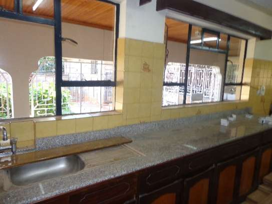 6 bedroom house for rent in Nyari image 15