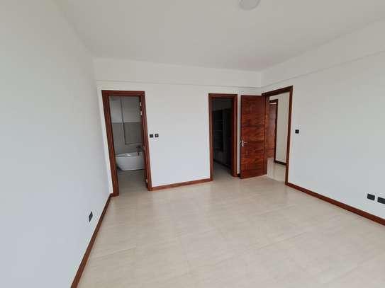 5 bedroom apartment for rent in General Mathenge image 16