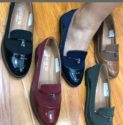 Ladies closed shoes image 1