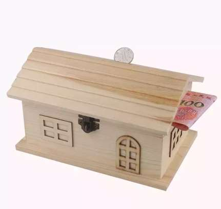 Piggy bank/house shaped money saving box image 2