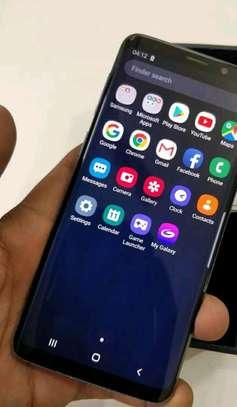 Samsung Galaxy S9 256 Gigabytes On Warranty image 1