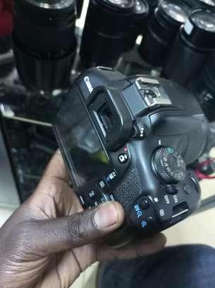 Professional Canon 2000D image 3