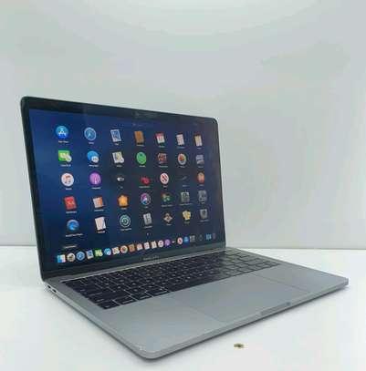Macbook Pro 2017/ Core i5/ 256gb ssd image 2