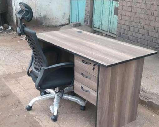 Home office chair with adjustable headrest plus a convenient computer desk U65F image 1