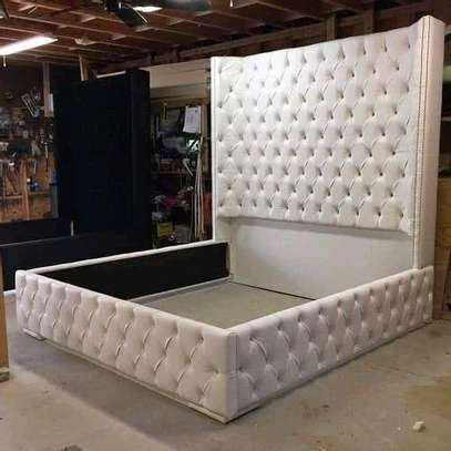High classic tufted bed image 1