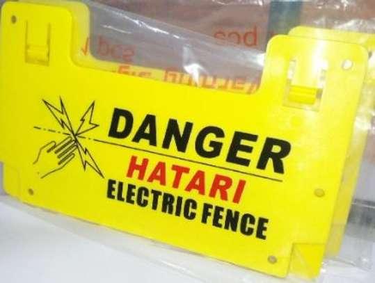 HATARI WARNING SIGN