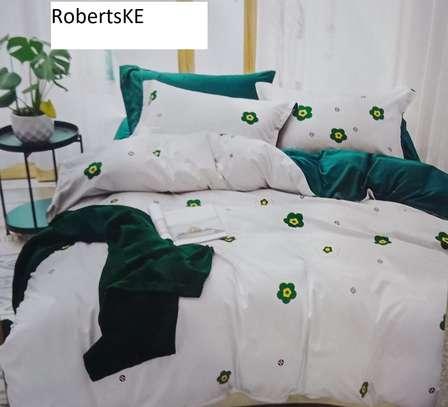 White gazed with green duvet image 1
